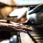 Le véritable avantage d'apprendre à jouer du piano avec des écouteurs