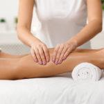 Comment donner un massage des jambes à quelqu'un d'autre